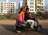 scooter-bike-family-india-pillion-750x500-max-pixel.jpg